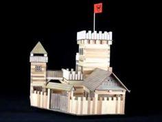 """Joc constructie Castel  Acest kit contine 607 de piese necesare pentru constructia unui castel - nu include adeziv.    Continut kit: elemente din lemn de pin pentru constructie, carton, folie plastic, hartie pentru lipit, hartie abraziva(vezi """"Instructiuni asamblare"""")  - PRODUS NATURAL    Dimensiune constructie: 530x410x460 mm    Grad de dificultate: 4 (1=usor)"""