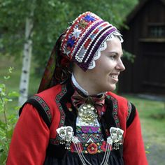 Previous pinner: The silver is familiar Norsk but I don't recognize the headpiece. Anyone know the region? Folk Clothing, European Clothing, Norwegian Vikings, Folk Fashion, Bridal Crown, Folk Costume, Headgear, Traditional Outfits, Character Inspiration