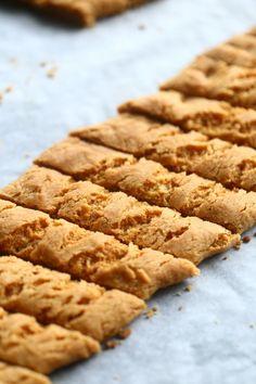 Yksi parhaista - Wilhelmiina-keksit munattomina - Suklaapossu Easy Baking Recipes, Cookie Recipes, Sweet Bakery, Sweet Cookies, Sweet Pastries, Let Them Eat Cake, I Love Food, Food And Drink, Desserts