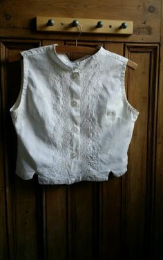Vintage 1960s sleeveless shirt