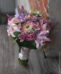 Лунная соната. Ранункулюсы, мини-пиончики, ирисы, ягоды, гортензии, зелень все это складывается в красивый букет невесты. Великолепно подойдет для свадебного дня, в последствии радуя в интерьере, для фотосессей, да и просто для дома) …
