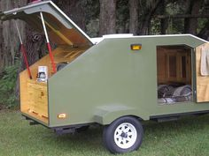 If you love compact travelling, a teardrop trailer camper is the one for you. With these free teardrop trailer camper plans, you can build an exciting one on the budget! Teardrop Trailer Plans, Teardrop Camping, Teardrop Camper Trailer, Diy Camper Trailer, Build A Camper, Off Road Trailer, Airstream Trailers, Travel Trailers, Tiny Trailers