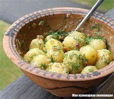 Молодая картошка. С обжаренными салом и луком