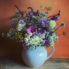 Fresh from the garden... #southwoodfarm #cutflowers #dahlias #feverfew