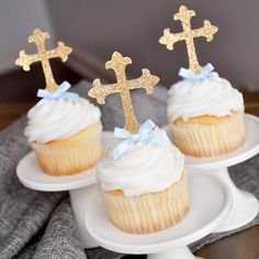 Our Confetti Momma Cross Cupcake Toppers are perfect for First Communion. They will make your home made or store bought cupcakes look like a million bucks. Created with a premium no-shed glitter. Baptism Desserts, Baptism Cupcakes, Baptism Dessert Table, Christening Party, Baby Baptism, Baptism Ideas, Boy Baptism Party, Baptism Food, Baby Boy Baptism Outfit