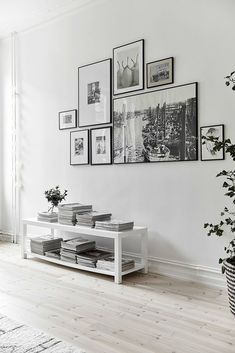 8 Tips on how to make the perfect gallery wall (Daily Dream Decor) Decor Room, Living Room Decor, Diy Home Decor, Living Rooms, Room Art, Art Decor, Apartment Living, Gallery Wall Frames, Frames On Wall