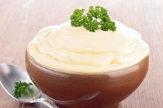 Hjemmelaget smaker best! Aioli er ganske enkelt majones pluss hvitløk. DIY