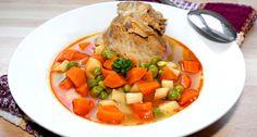 Zöldséges nyúlleves recept: Amikor nyúlból készült ételt főzök vagy sütök, mindig elteszem a csontos részt a fagyasztóba, mert valamilyen leves szokott készülni belőle. Ez a zöldséges nyúlleves egy nagyon ízletes fogás, amit mindenkinek jó szívvel ajánlok. :) Pot Roast, Thai Red Curry, Healthy Eating, Ethnic Recipes, Food, Carne Asada, Eating Healthy, Roast Beef, Healthy Nutrition
