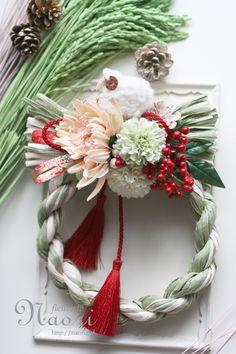 Japanese New Year wreath 2015 お正月 Japanese Christmas, Japanese New Year, Love Flowers, Paper Flowers, Japanese Floral Design, Japanese Ornaments, New Years Decorations, Christmas Wreaths, Xmas