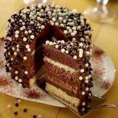 Recette de Rainbow cake chocolat par Francine. Découvrez notre recette de Rainbow cake chocolat, et toutes nos autres recettes de cuisine faciles : pizza, quiche, tarte, crêpes, Desserts au chocolat, ...