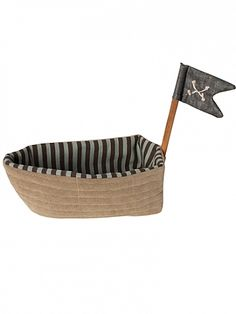 Raise the anchor, hoist the sails, and swim away with this adventurous cloth pirate ship! This ship can be home to daring pirates, mischievous mermaids, or the dolls already in your little one's bedroom… when they want to be treasure hunters! Soft and eas...