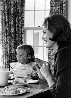 Tea time for Jackie and Caroline, 1960
