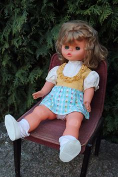 COLLECTIBLE VINTAGE DOLL East Geman DDR/GDR closes eyes and cries, 50 cm height