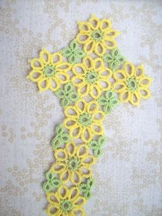 Straight Laced Tatting: Daisy Cross Bookmark