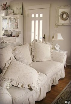 Comfy Pillows of White!