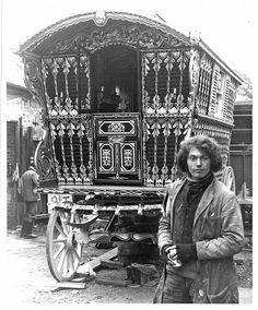 Gypsy*BoHo*Gypsy man and his caravan,wagon*Quilt art fabric block*Quilts,Pillows,Sachets,Frame image 0 Gypsy Trailer, Gypsy Caravan, Gypsy Wagon, Diy Caravan, Gypsy Life, Gypsy Soul, Hippie Life, Boho Gypsy, Santa Sara