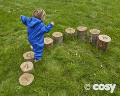 NUMBER LOGS HEIGHT SORTED - očíslované špalky podle výšky. Dítě si v praxi vyzkouší číselnou řadu.