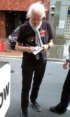 Jimmy Page in Tokyo April 2014 signing autographs for fans Ginger Baker, Page And Plant, John Paul Jones, John Bonham, James Patrick, Greatest Rock Bands, Let's Have Fun, Indie Pop, Jimmy Page