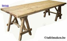Eettafel van prachtig doorleefd vergrijsd oud hout. Op schragen.