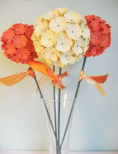 30 Awesome Centerpieces with Paper Flowers - Sortrachen Tin Can Flowers, Metal Flowers, Diy Flowers, Spring Flowers, Fabric Flowers, Paper Flower Centerpieces, Paper Flower Decor, Flower Crafts, Flower Decoration