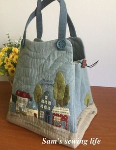 bag with houses and trees by dianne Japanese Patchwork, Japanese Bag, Patchwork Bags, Quilted Bag, House Quilts, Craft Bags, Denim Bag, Fabric Bags, Crazy Cat Lady
