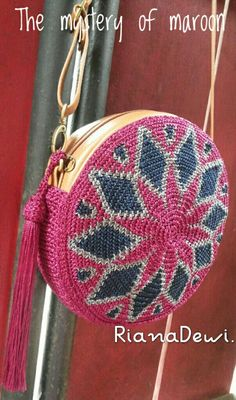Crochet Bag Czekają na Ciebie nowe Piny: 18 - Poczta Crochet Handbags, Crochet Purses, Crochet Bags, Crochet Ideas, Crochet Shell Stitch, Crochet Stitches, Circle Purse, Tapestry Crochet Patterns, Crochet Circles