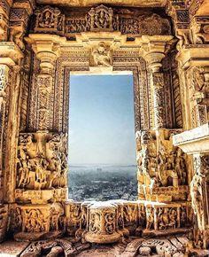 Indian Temple Architecture, Historical Architecture, Ancient Architecture, Art And Architecture, Ancient Indian History, Temple Design For Home, Buddha Sculpture, Stone Sculptures, Jain Temple