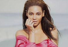 Beyonce Singer Portrait Giselle Knowles Carter Beyonce Singer Portrait Giselle Knowles Carter is an HD desktop wallpaper posted in our free image collection of celebrities wallpapers. You can downl. Beyonce Singer, Beyonce Beyonce, Beyonce Style, Beyonce Hair Color, Beyonce Images, Desktop Hd, Hollywood Girls, Celebrity Wallpapers, Beyonce Knowles