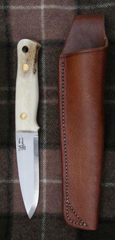 Simple sheath. Nothing beats the classics! Love the look of this knife. And some good tips as well.