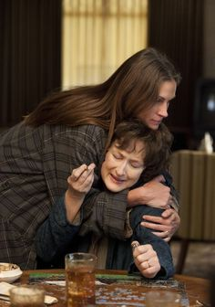 Still of Julia Roberts and Meryl Streep in August: Osage County (2013)