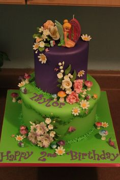 Love the combination of cartoonish cake with realistic flowers.