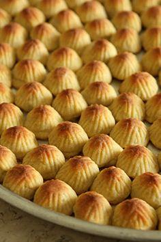 A look at Al Bohsali, Middle Eastern pastries such as bakalava, mamoul, knafeh in Beirut, Lebanon. Arabic Dessert, Arabic Sweets, Arabic Food, Kaak Recipe, Maamoul Recipe, Atayef Recipe, Lebanese Desserts, Lebanese Recipes, Lebanese Cuisine
