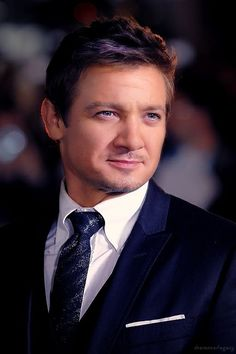 Jeremy Renner :) @Sarah Chintomby Zittle