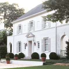 A neo-classical white-on-white house in Birmingham designed by James Carter.