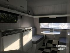 Fris en modern van binnen deze gepimpte Kip-caravan!