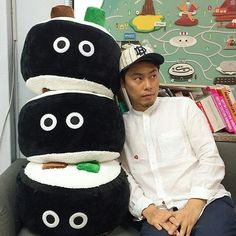 Giant kimbap doll at the Maaterial design studio. Korean sreet food inspired characters! #koreanstreetfood #streetfood #characterdesign #madeinkorea #imhungry @Regrann from @hkoon0 - . 자이언트 김밥이...
