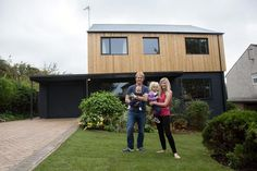 Ugly House to Lovely House with George Clarke - Articles - Episode Greg Blee - Cardiff - Channel 4 Wood Cladding Exterior, House Cladding, Facade House, Home Exterior Makeover, Exterior Remodel, House With Porch, House Front, 1970s House Renovation, 1960s House