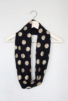 DIY: no-sew polka dot infinity scarf