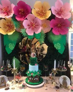 Moana Theme paper flower backdrop with Faux Hedge Ottawa Ontario Aloha Party, Hawaiian Luau Party, Moana Birthday Party, Hawaiian Birthday, Moana Party, Hawaiian Theme, Luau Birthday, Tiki Party, Paper Flower Wall
