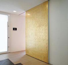 Ook mooi....goud/koperkleurige deur!
