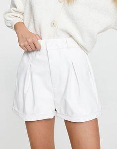 Calções bermuda de efeito pele com elástico - PULL&BEAR Floral Shorts, Fashion Pictures, Corduroy, Bermuda Shorts, Short Dresses, Spring Summer, Plaid, Denim, Woman