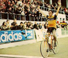 ....Merckx Roubaix 1973 Bicycle Race, Bike Rides, Paris Roubaix, Famous Monuments, Photo Illustration, Cool Bikes, Cycling, Hero, Bike Stuff