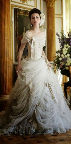 Magnificient chiffon wedding dress with varying color gradients