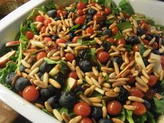 Efterårssalat med æbler og blåbær Food N, Good Food, Food And Drink, Healthy Cooking, Healthy Eating, Healthy Food, Salad Recipes, Vegan Recipes, Fabulous Foods
