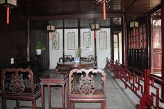 博雅堂宏敞质朴,室内陈设清一色明式家具,古色古香、简洁典雅。是当年园主人会见宾客,纵论古今,吟诗舞墨之处