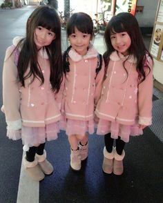 今日は大阪へ♥(ˆ⌣ˆԅ)  3人でお揃いコーデ(≧◡≦)  #大阪   #お揃いコーデ   #スーリー#souris Young Japanese Girls, Japanese Kids, Beautiful Japanese Girl, Beautiful Little Girls, Beautiful Children, Beautiful Asian Girls, Little Girl Photos, Little Kid Fashion, Young Girl Fashion