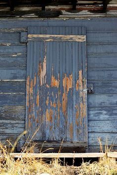 Barn Door ... LOVE this pic ... one day I'm gonna have a blue barn <3