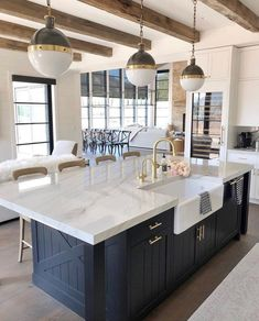 There's just something so inviting about the soul calming appeal of a country style kitchen! Farmhouse kitchen design tugs at the heart as it lures the senses with elements of an earlier, simpler time. Neutral tones lend a sense of… Continue Reading → Diy Kitchen Remodel, Home Decor Kitchen, New Kitchen, Kitchen Interior, Kitchen Lamps, Kitchen Lighting, Design Kitchen, Kitchen Remodeling, Island Lighting