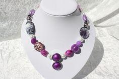 Ketten kurz - Kette lila violett Schmuck weiß - ein Designerstück von trixies-zauberhafte-Welten bei DaWanda