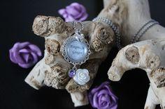 Naamketting met roosje en strass steen. Bedenk je eigen combinatie en ik zet het voor je in elkaar! :-)